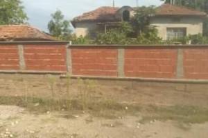Снимка номер 1 за Къща с двор