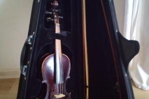 Снимка номер 1 за цигулка 3/4 стара + лък 2 бр. + твърд калъф = 300лв.