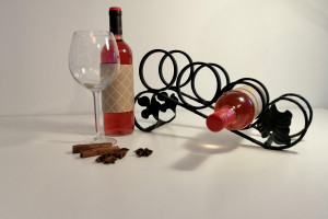 Снимка номер 1 за Стойки за вино и свещници - атрактивни подаръци от ковано же