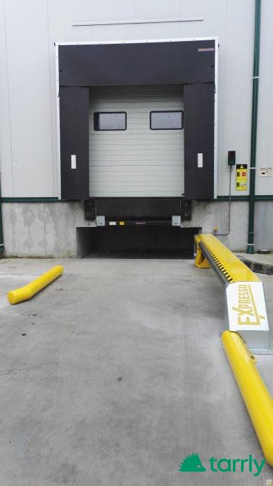 Снимка номер 1 за Доставка , монтаж и ремонт  на:  секционни   врати