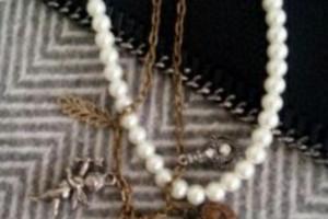 Снимка номер 1 за Огърлица с перли и ангелче