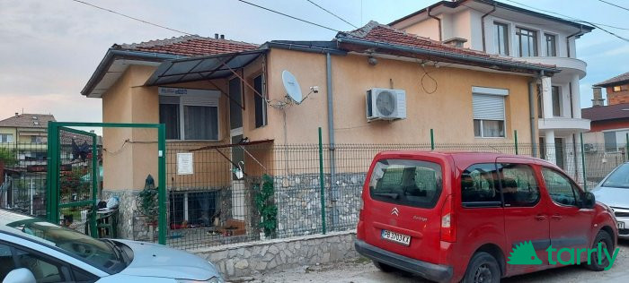 Снимка номер 1 за От собственик в Пловдив,кв.Прослав-къща с двор