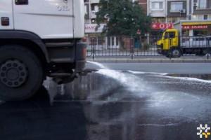 Снимка номер 1 за Почистване на улици с водоноска