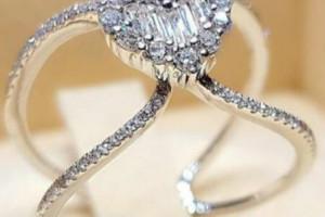 Снимка номер 1 за Изящен сребърен пръстен с диамант-сърчице